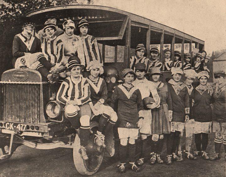 Da Lily Parr a Carolina Morace: gli echi storici e sociali del calcio femminile