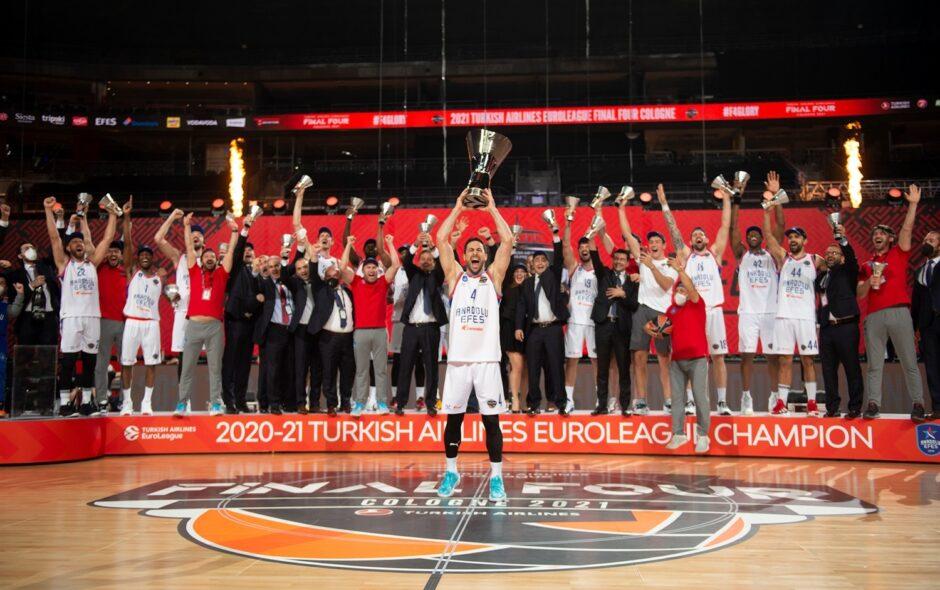 Euroleague Final Four 2021, l'Efes batte il Barcellona e si laurea campione