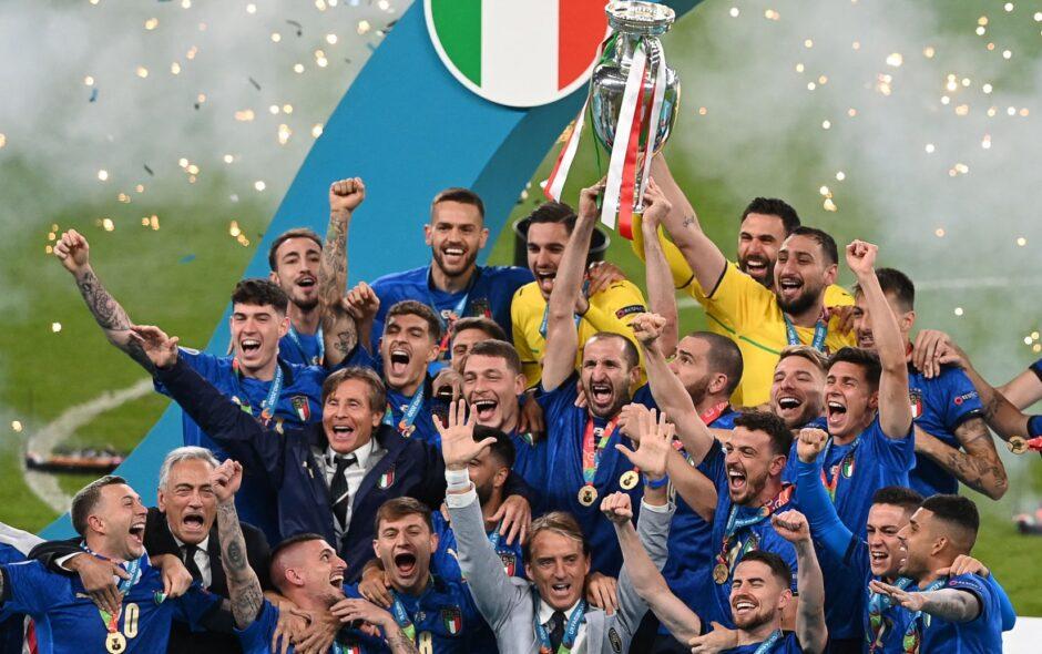 Nessuno come l'Italia. Tripudio azzurro a Wembley, it's coming to Rome